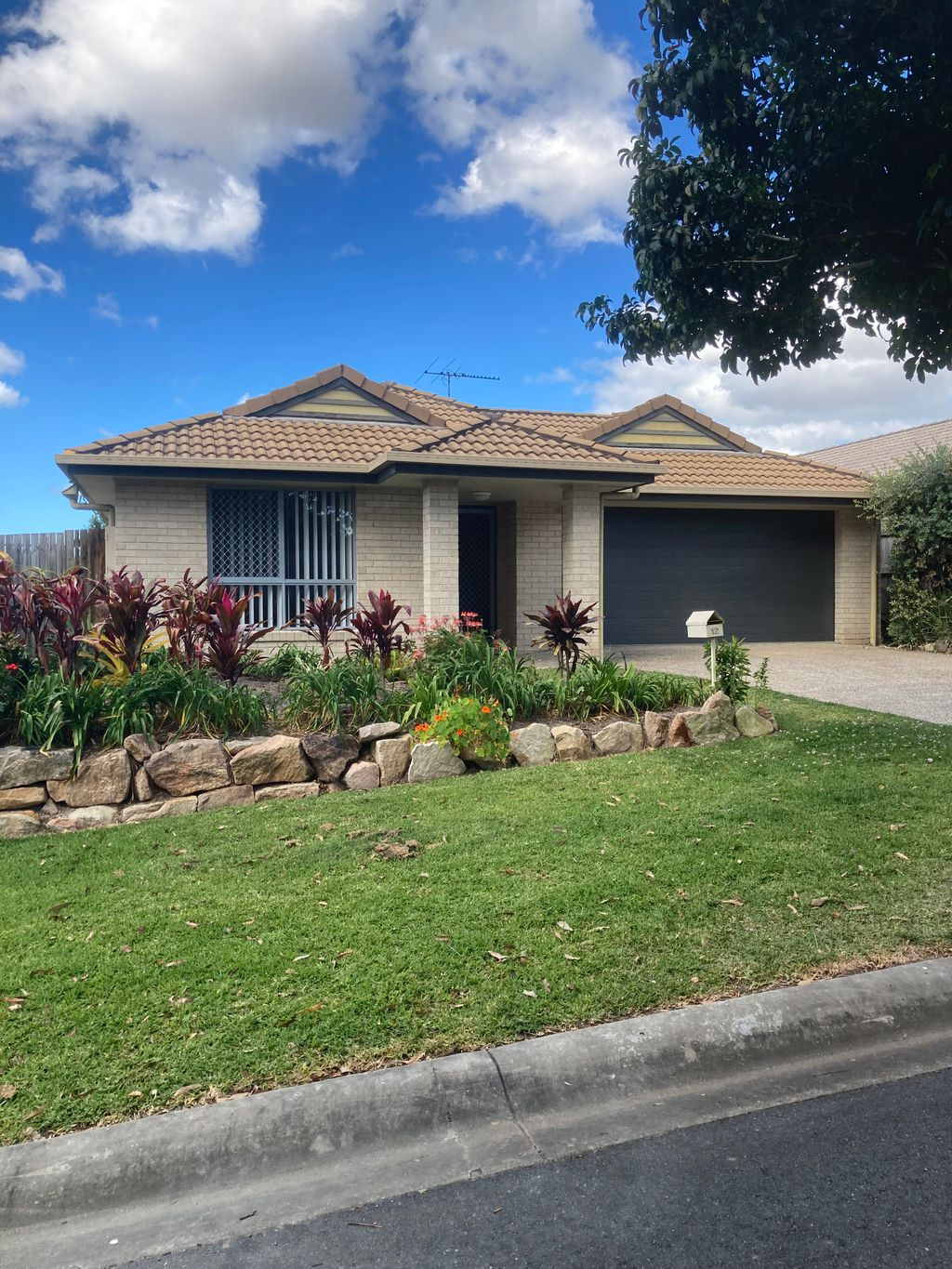 ** This property has an approved application on this now **  Lovely 4 bedroom home in cul-de-sac