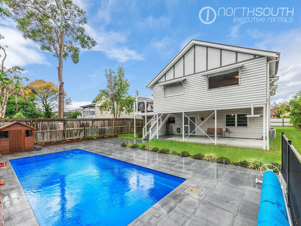 Executive Home – pool and garden maintenance included!
