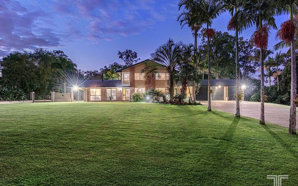 Tranquil Hideaway on 5Ha in the Mansfield High School Catchment