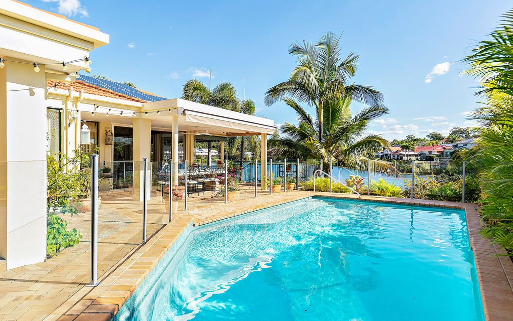 SPECTACULAR WIDE WATER – ROBINA QUAYS