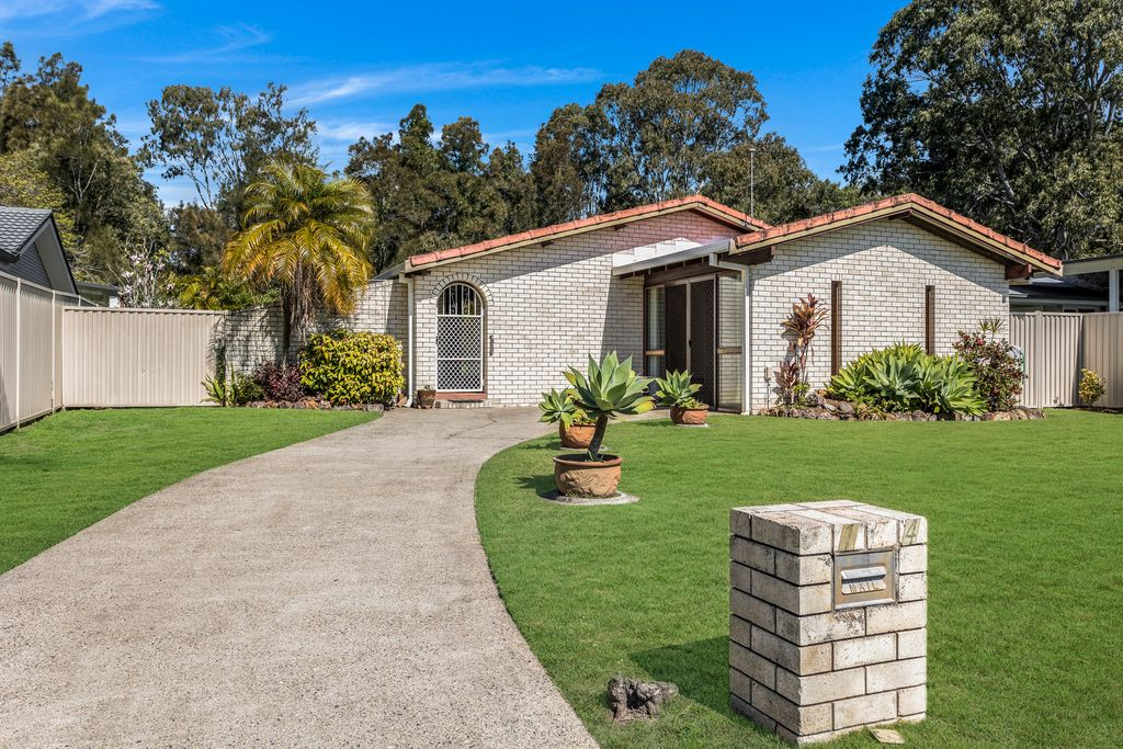 The best renovator opportunity in 4220!