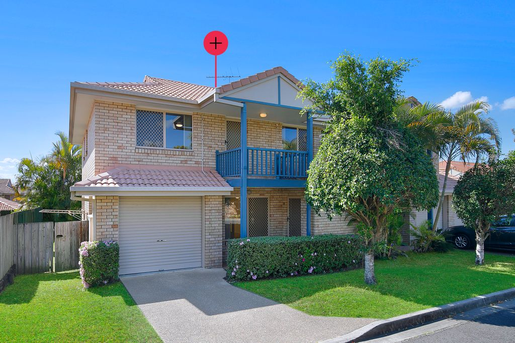 Rare Three Bedroom Townhouse in Mansfield.