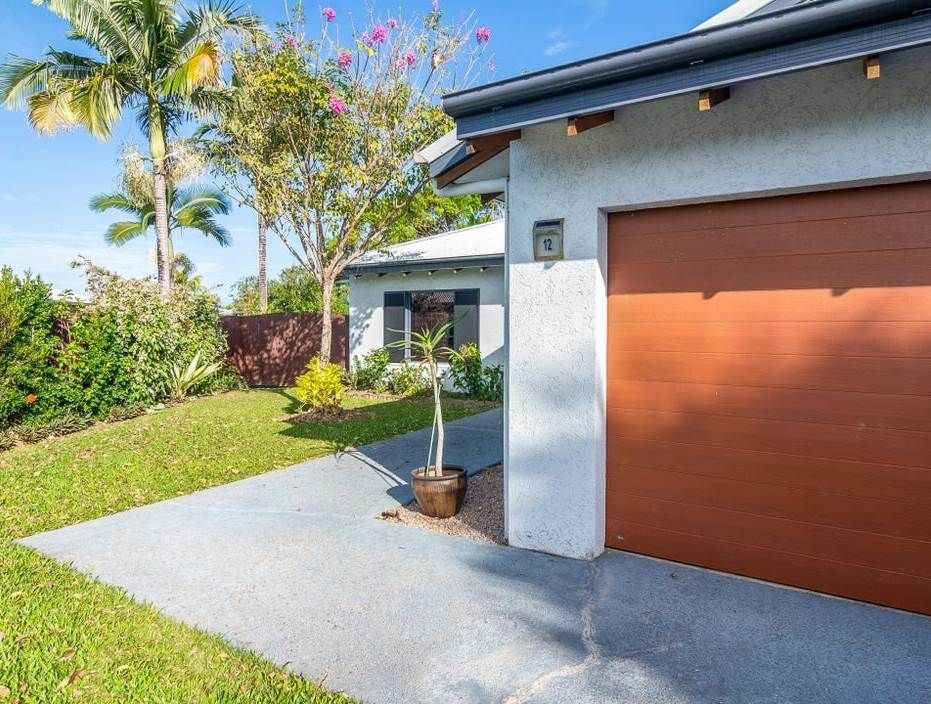 LARGE PORT GARDENS HOME WITH POOL