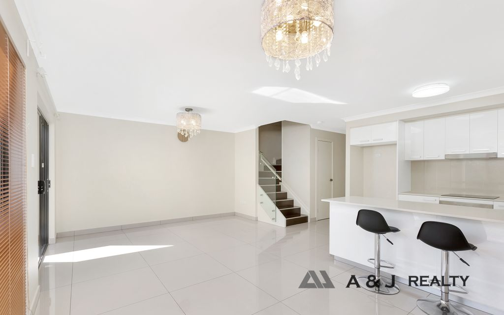 Must Sell!!  Luxurious and Modern Townhouse