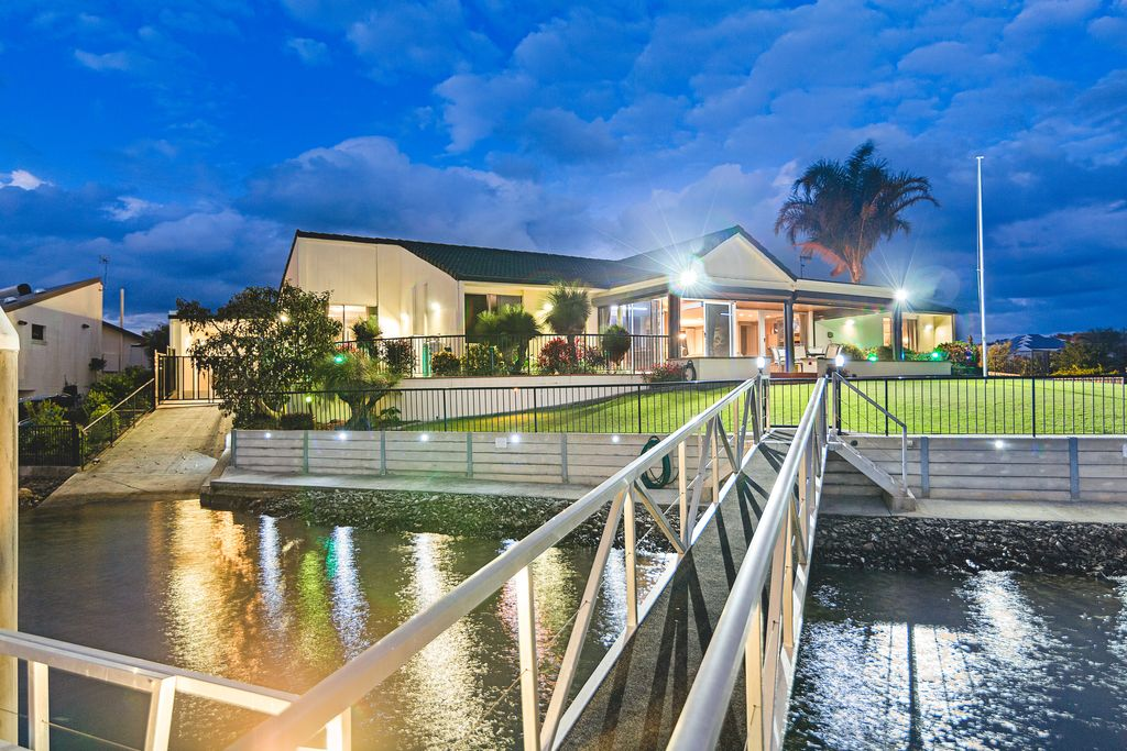Stunning Point Position Waterfront Living