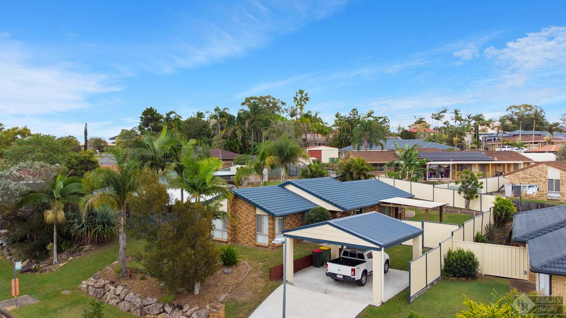 Lowset Family Home Overlooking Bushland