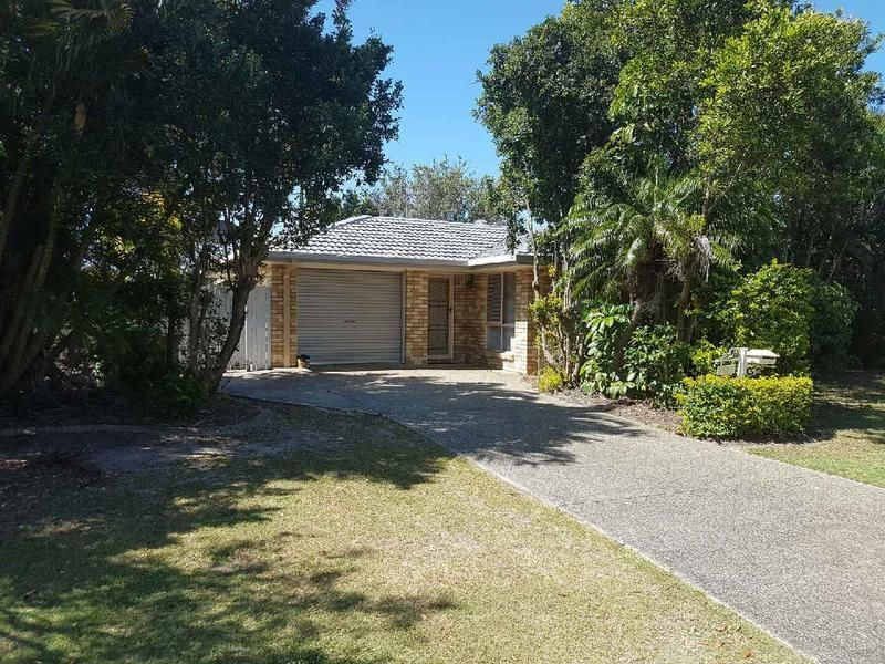 Private brick home on large block close to beach!