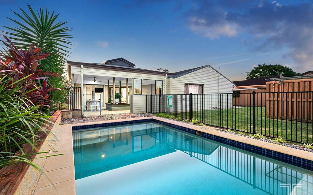Sought-After Lifestyle Close to Parks, Schools and Westfield Carindale
