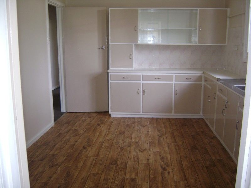 3 Bedroom in great location. Apply prior to viewing.