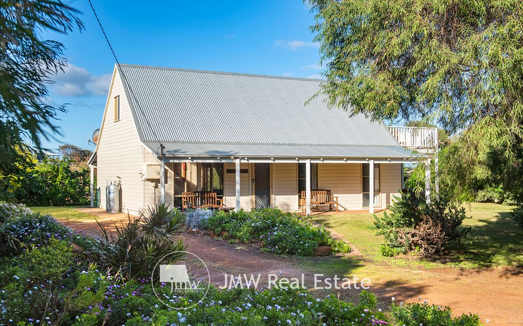 AN EXTREMELY DESIRABLE HOLIDAY HOME WITH OCEAN & RESERVE VISTAS