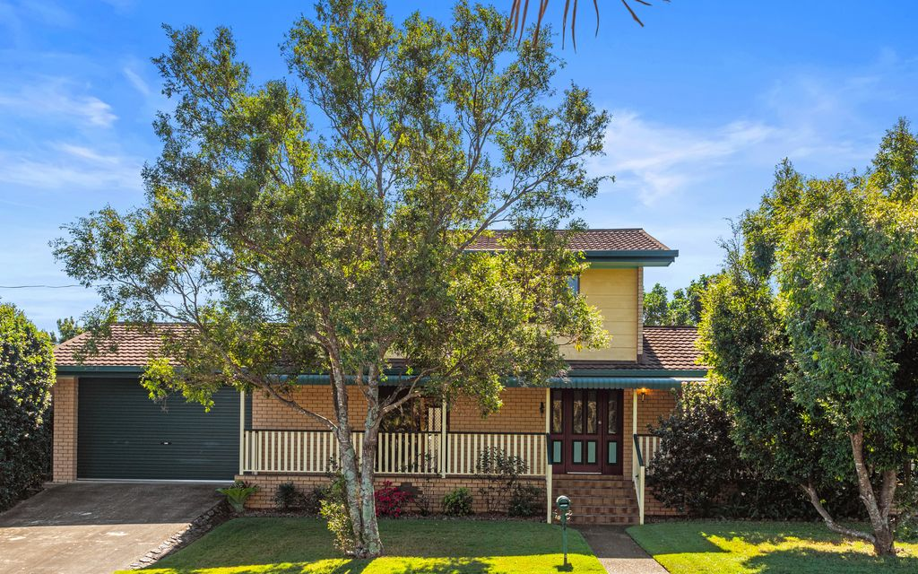 NEAT AS A PIN IDEAL FIRST HOME IN THRIVING BAYSIDE LOCATION WITH TWO LARGE LIVING AREAS AND FANTASTIC HARD TO FIND SEPARATE CARAVAN/BOAT PORT + GARAGE