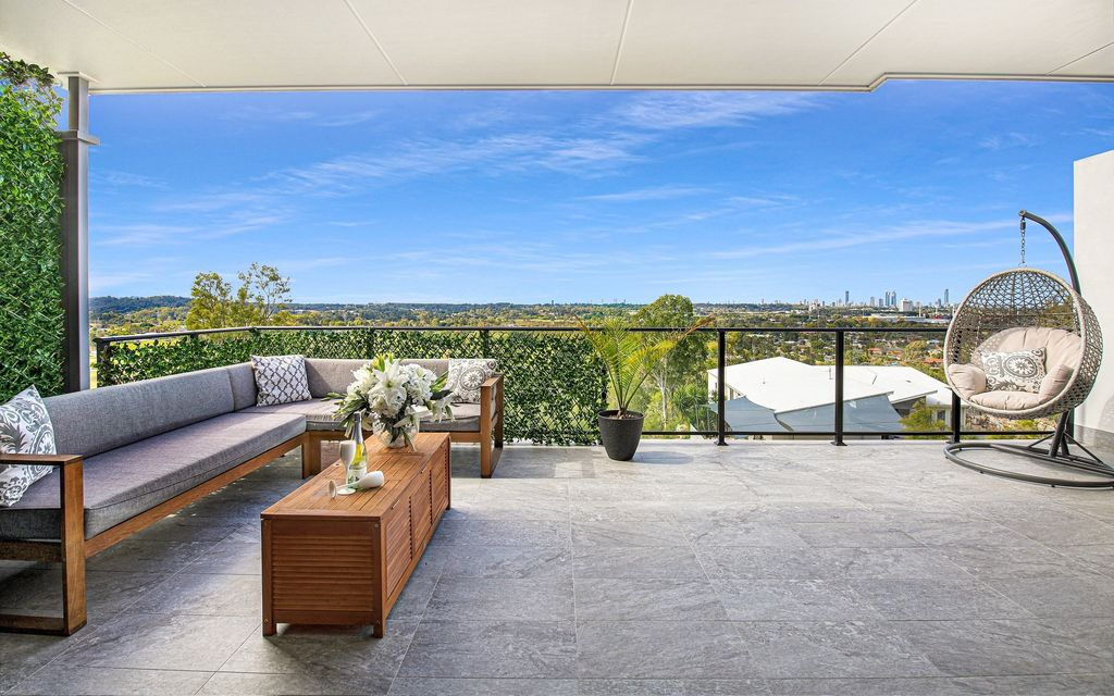 CONTEMPORARY NORTH EAST FACING TOWNHOUSE –  SPECTACULAR SKYLINE VIEWS