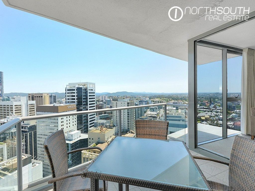 The Very Best in City Living at Aurora Tower – (Unfurnished)