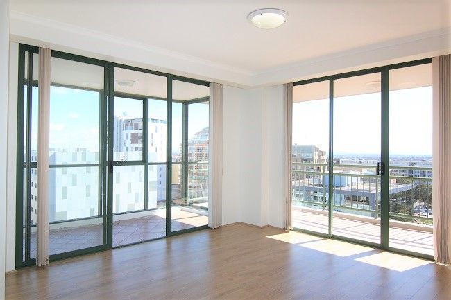 Renovated 2 bedroom apartment with timber floorboards