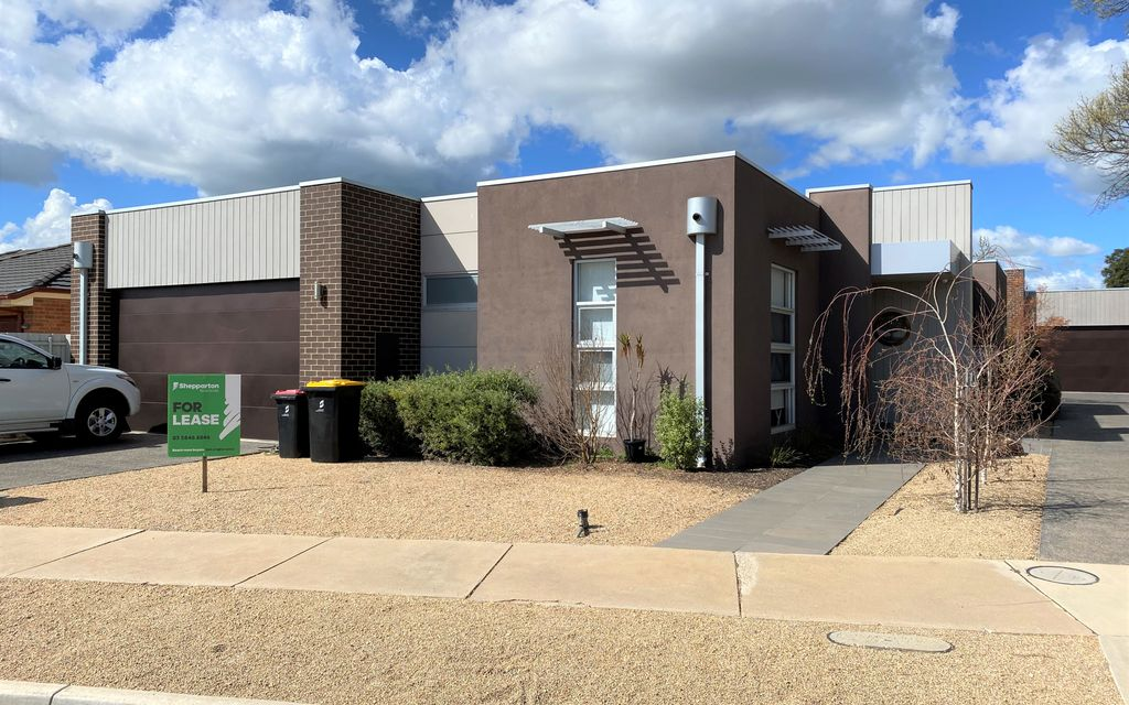 Townhouse right in the heart of Shepp!