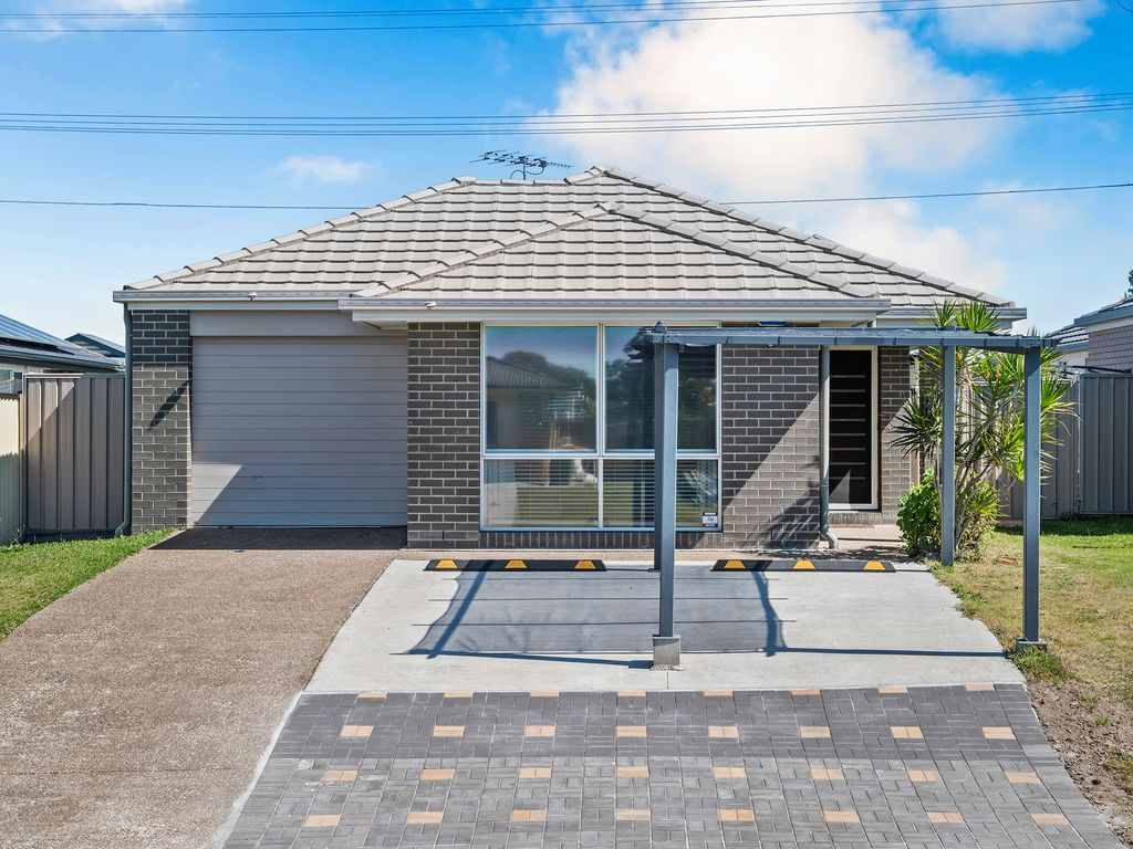 OUTSTANDING MODERN FAMILY HOME- FANTASTIC FIRST HOME OR INVESTMENT OPPORTUNITY