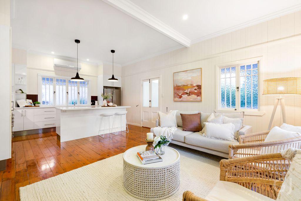 CLASSIC HOME – Queenslander Offering Single Level Living