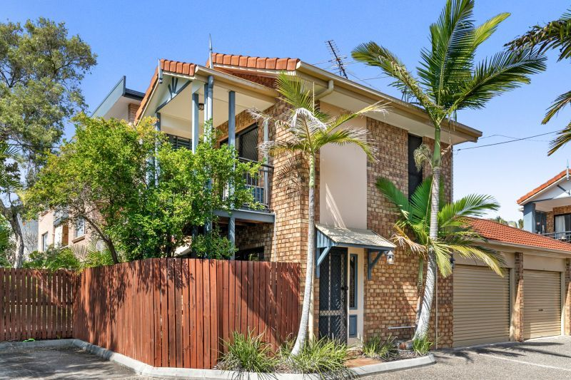 TWO LEVEL TOWNHOUSE IN AN EXCELLENT LOCATION!