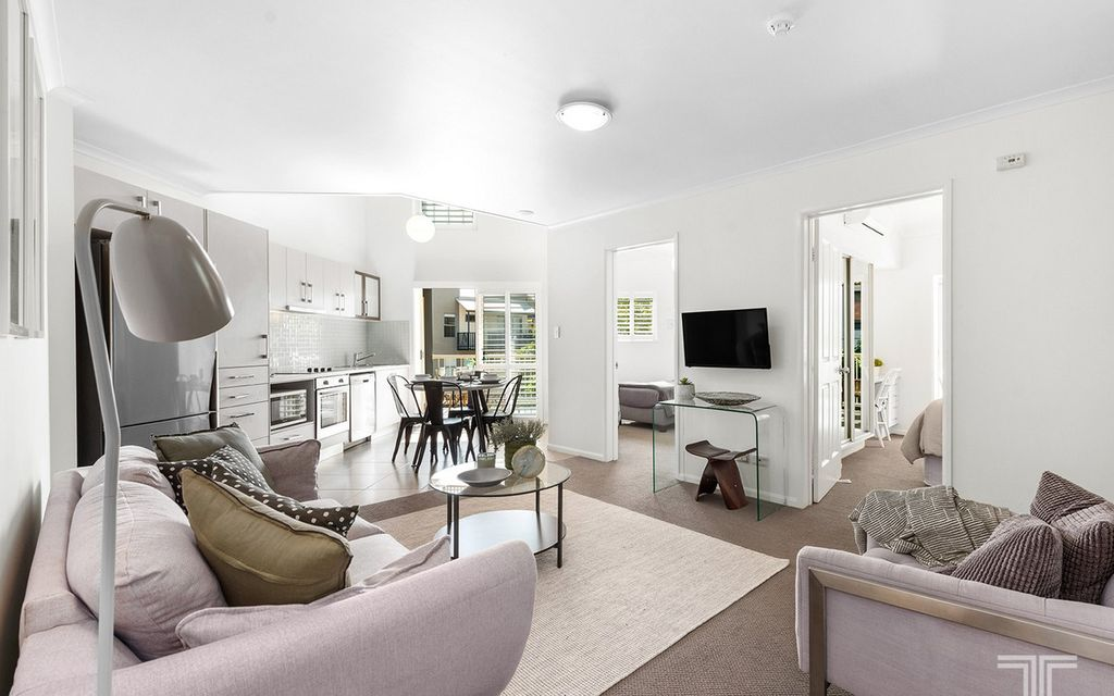 Spacious Apartment in an Inner-City Hideaway