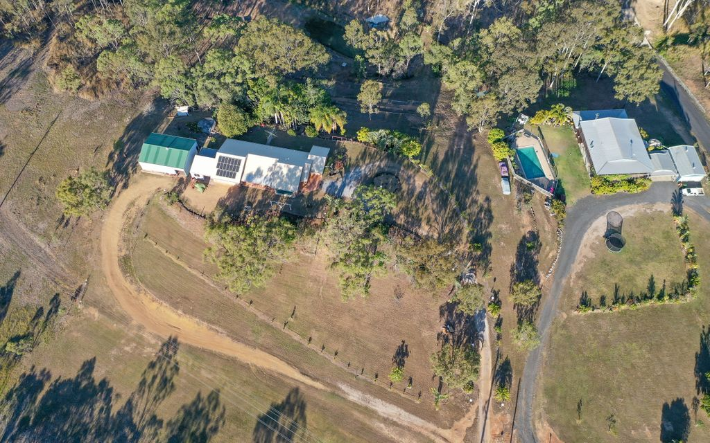 Beecher home on 3.5 acres with shed!