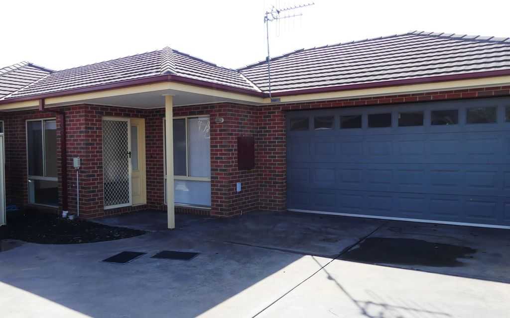 3 Bedroom Townhouse – Well located, Private and Light Filled!