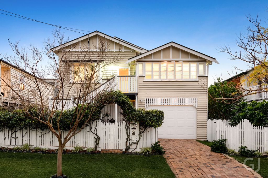 FAMILY HOME – Beautifully Renovated Queenslander On 405m2
