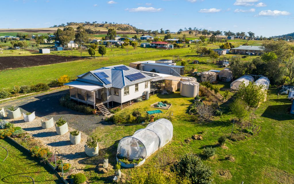 Charming Country Living on 1 Acre