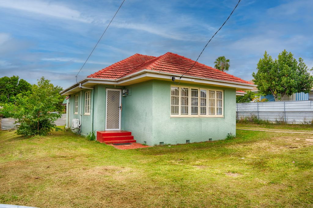 Tidy Home In A Great Location! Newly Renovated Kitchen