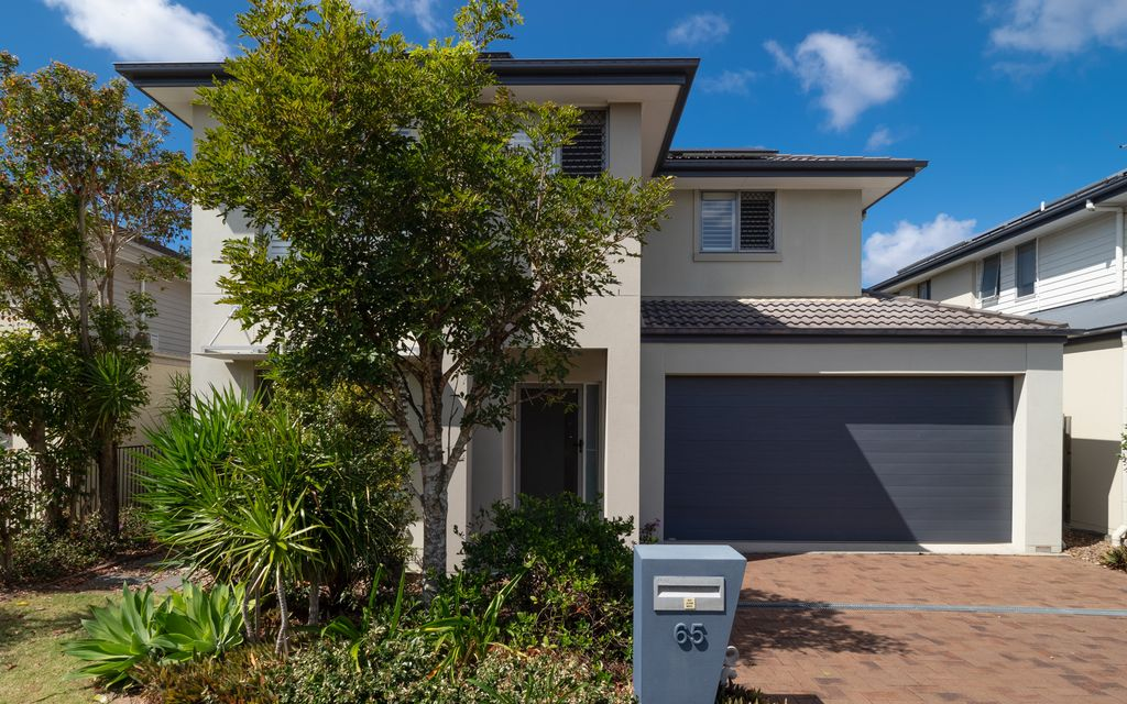 MODERN DOUBLE STOREY HOME IN HIGHLY SOUGHT AFTER BELMONT.