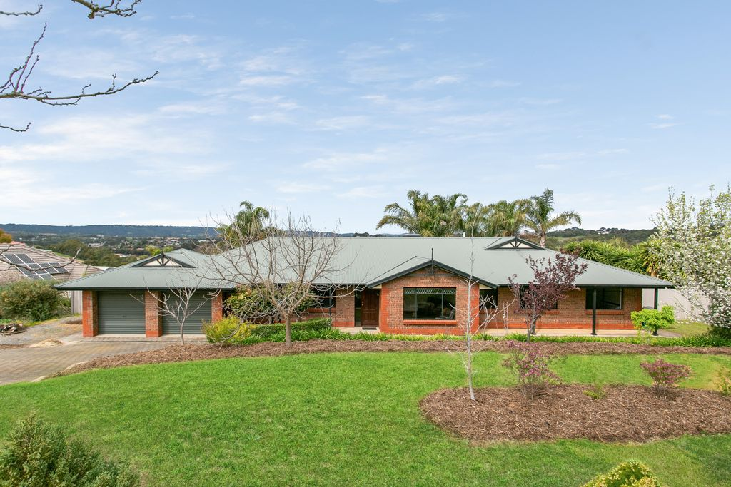 Expansive Family Home on nearly 2000sqm with Sweeping hillside views !