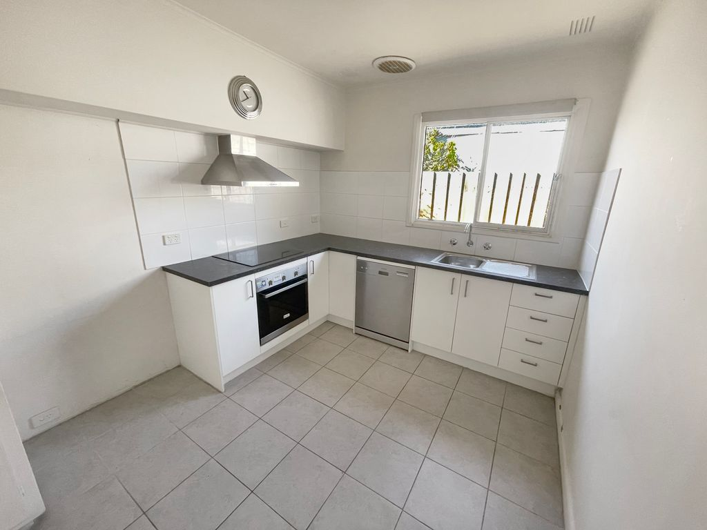 TWO BEDROOM PROPERTY CLOSE TO RING ROAD