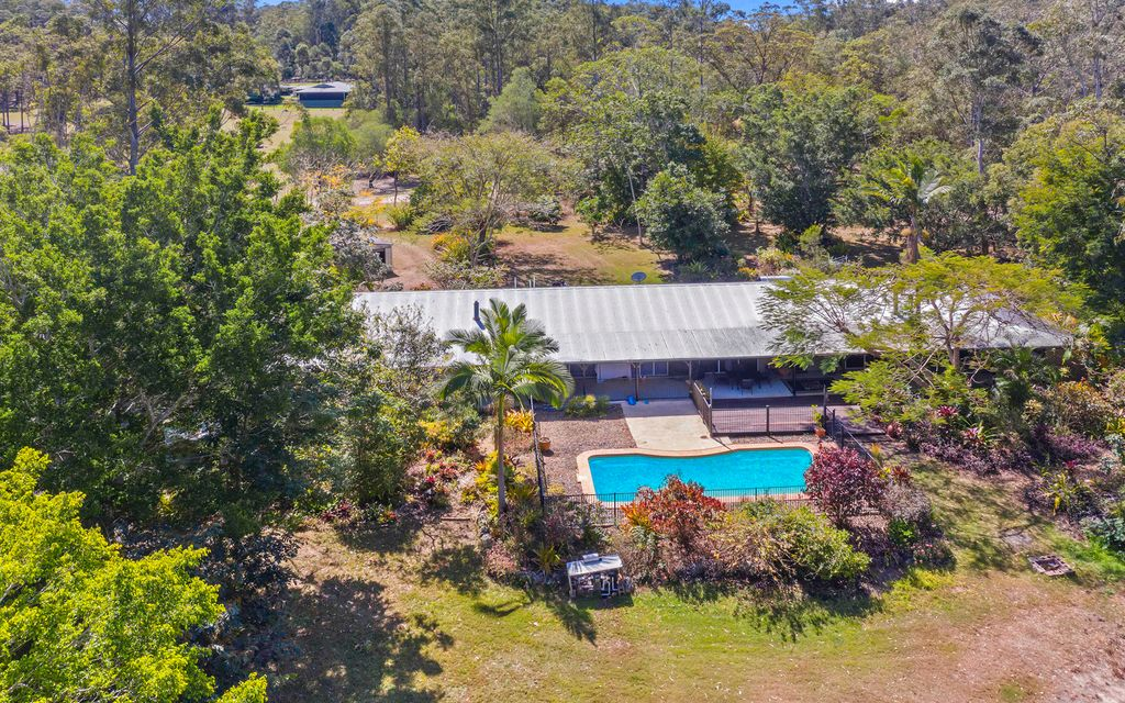 Gorgeous Residence on a Private & Secluded 5 acres