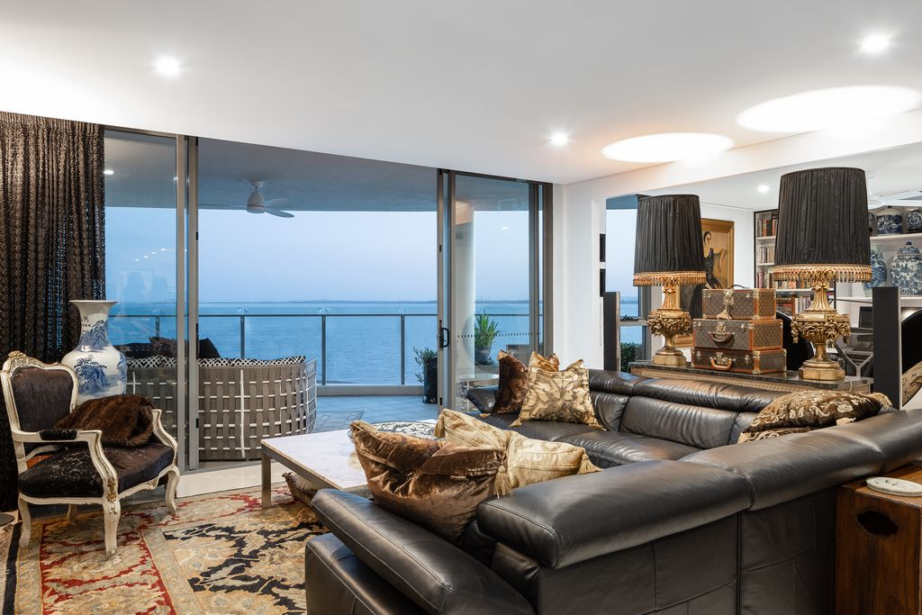 Absolute waterfront sub penthouse
