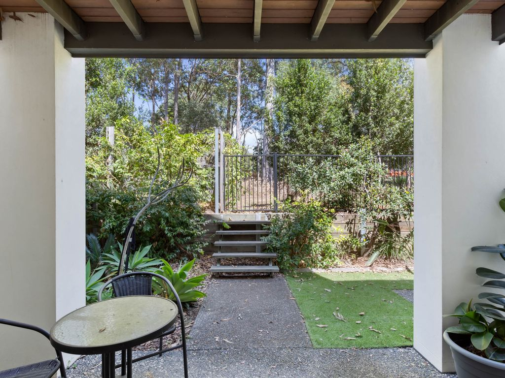 Immaculate Townhouse in a Tranquil Setting!