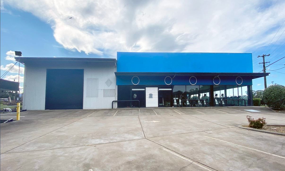 Huge 1276 m2 Showroom on Prominent corner site location in Wollongong