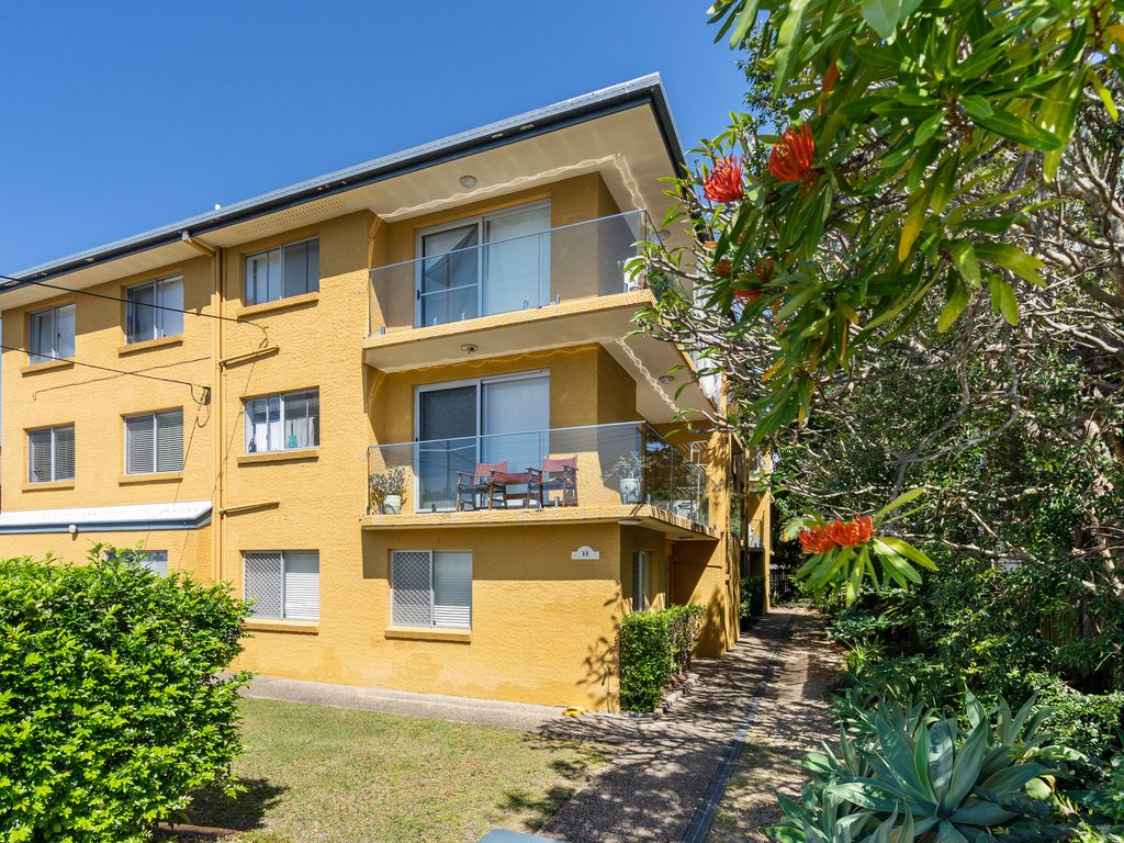 POSITION PERFECT APARTMENT IN THE HEART OF BULIMBA