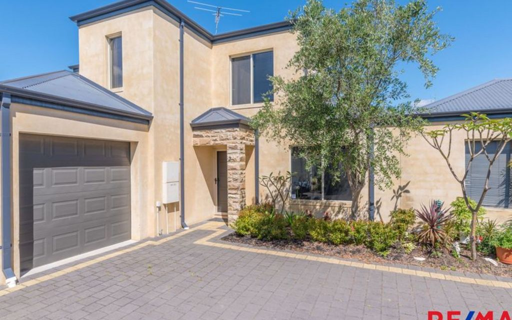 Stylish Townhouse in Great Location……By the Mitchell Family Team