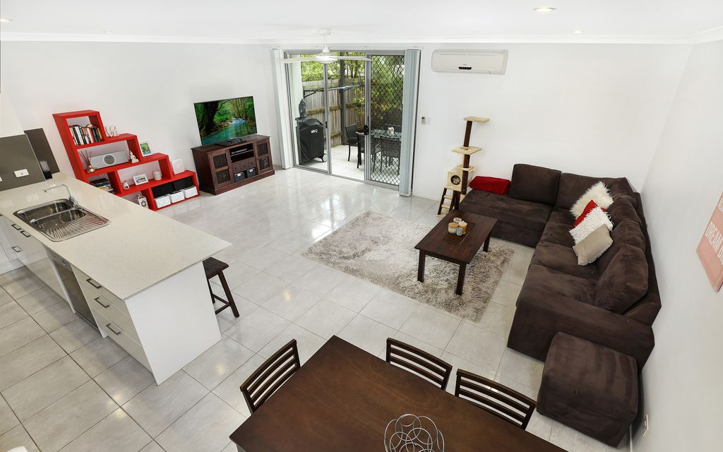 Modern, spacious 3 bedroom townhouse with double garage in the Sunshine Coast education precinct!