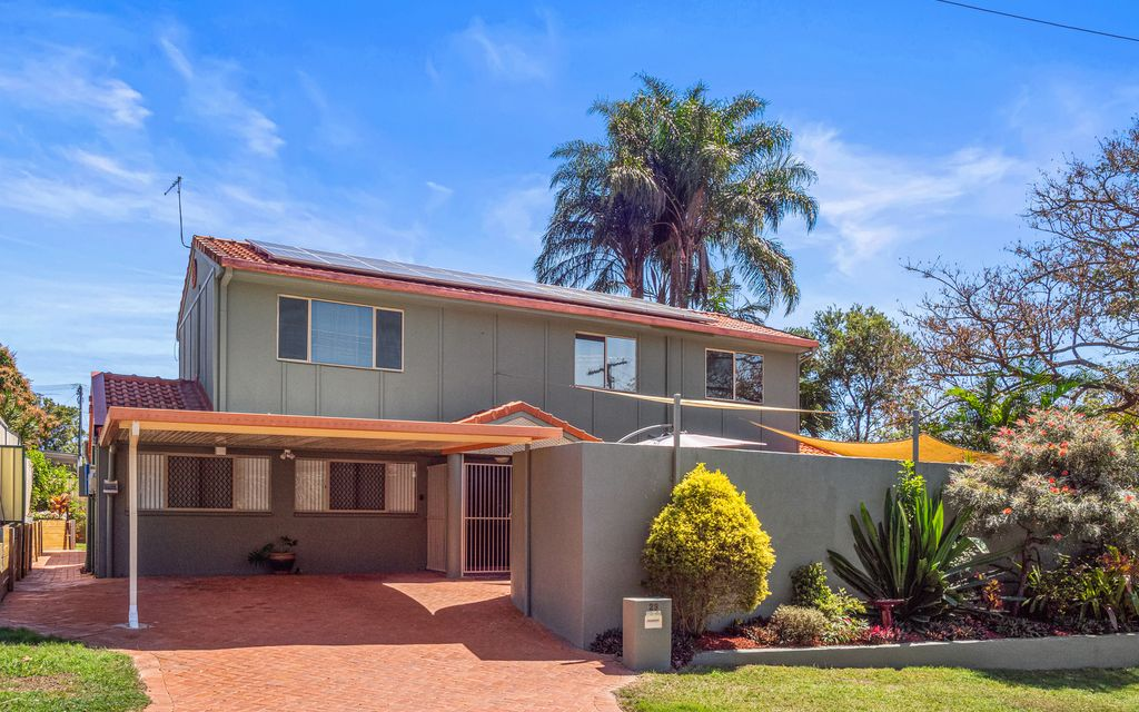 LARGE FAMILY RESIDENCE IN THE HUGELY SOUGHT AFTER BAYSIDE SUBURB OF BIRKDALE