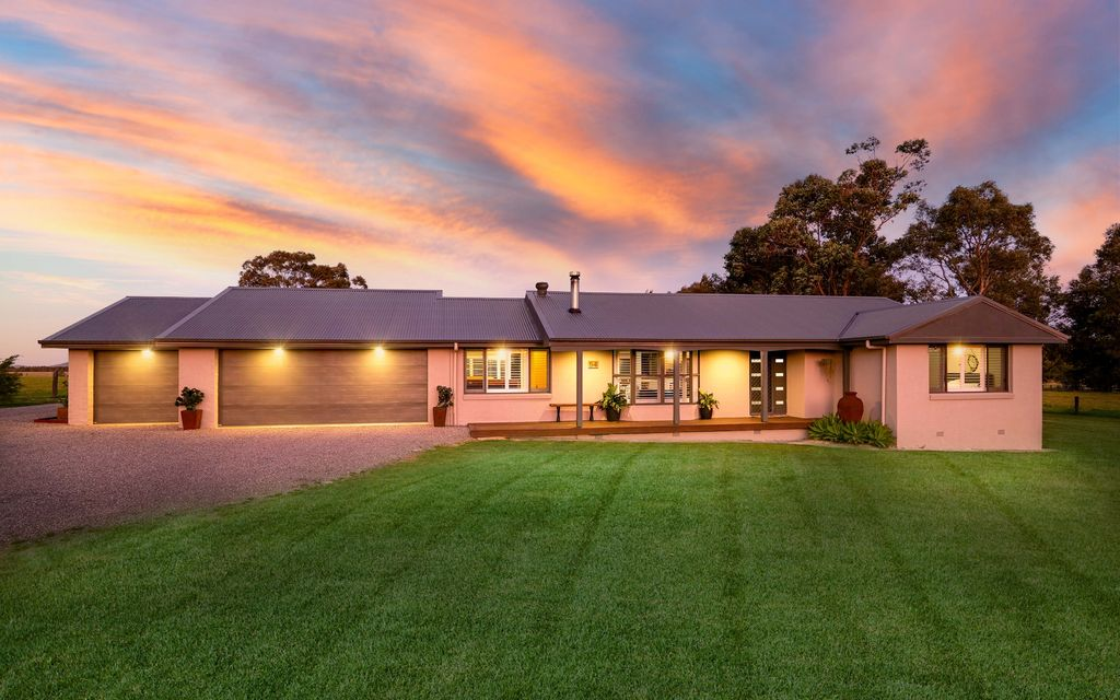 Idyllic country setting with two dwellings 5 acres
