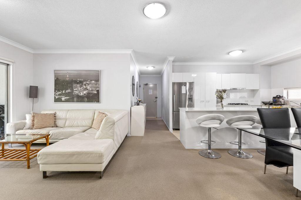 Bright, Spacious Apartment in Unbeatable Location