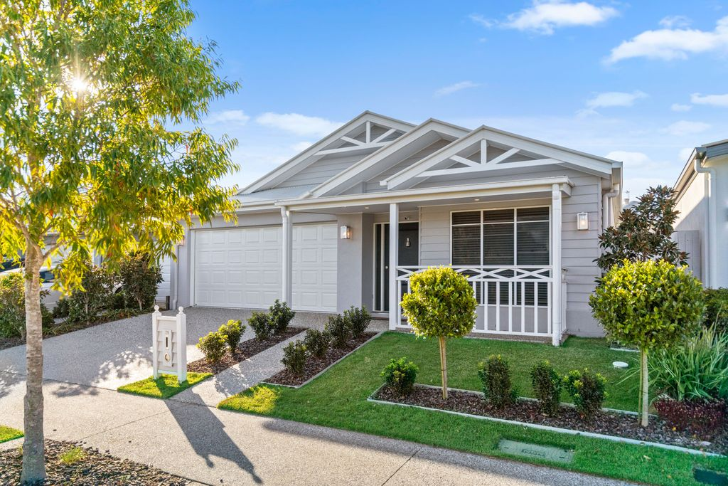 Picturesque, Private Haven with Pool, Opposite Bushland!