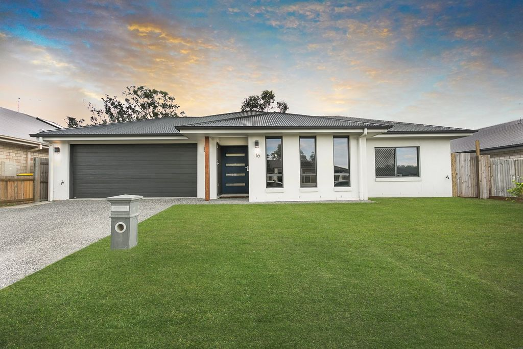 STYLISH FOUR BEDROOM EXECUTIVE HOME IN RIVERVIEW