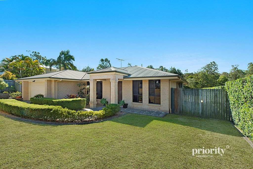 LARGE FAMILY HOME OVERLOOKING BEAUTIFUL PARKLANDS