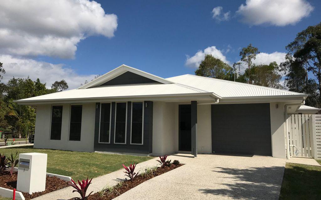 Gorgeous Duplex – Excellent Location – Enclosed Yard