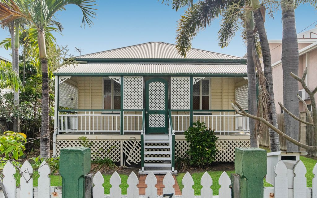 CLASSIC QUEENSLANDER COTTAGE,OVERFLOWING WITH CHARACTER YET LEAVES THE OPPORTUNITY TO ADD VALUE IN THE FUTURE