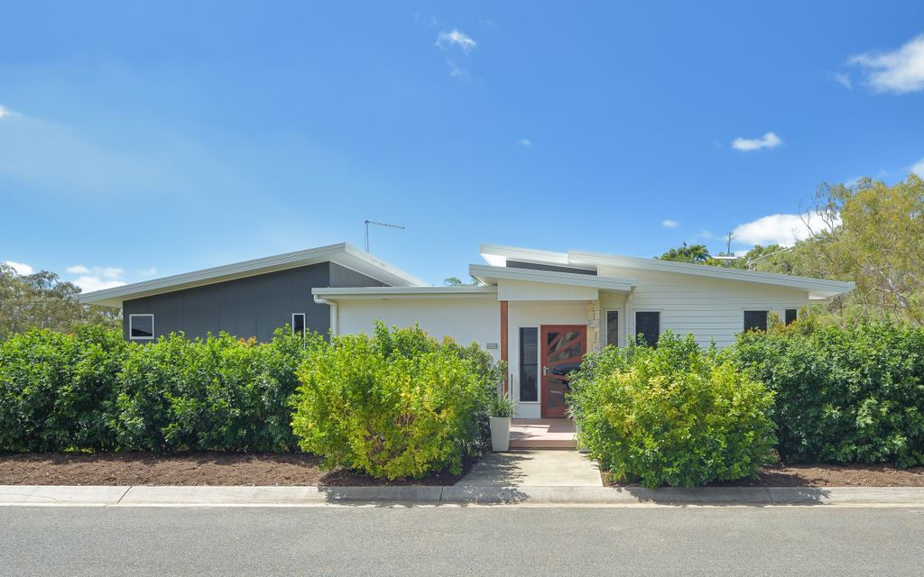 Impeccable modern home in West Gladstone!