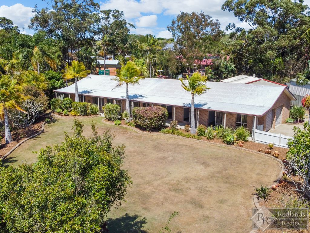 Classic design, generous proportions and location, location, location on 2,003m2