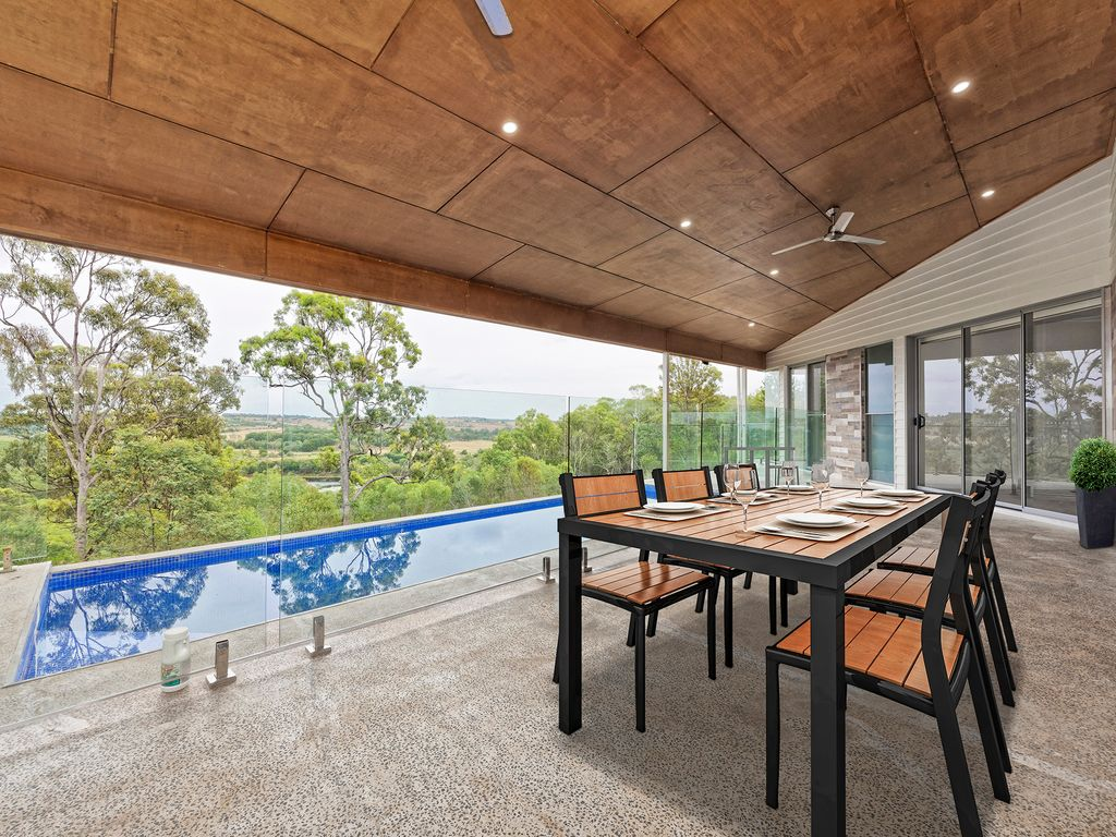 DESIGNER ACREAGE HOME WITH TRANQUIL OUTLOOK.