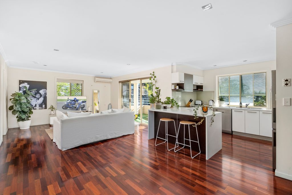 """Rise and Shine in the only top floor apartment in """"Burleigh Rise"""""""